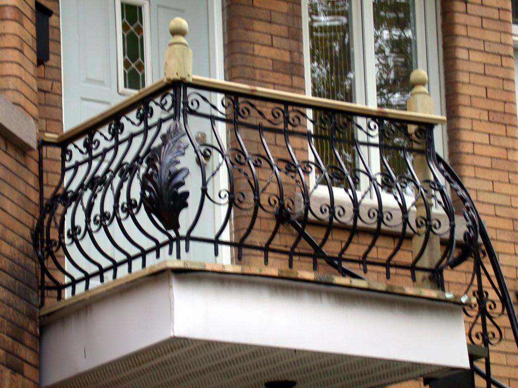 Fer forg motif floral le monde en images for Fer forge balcon