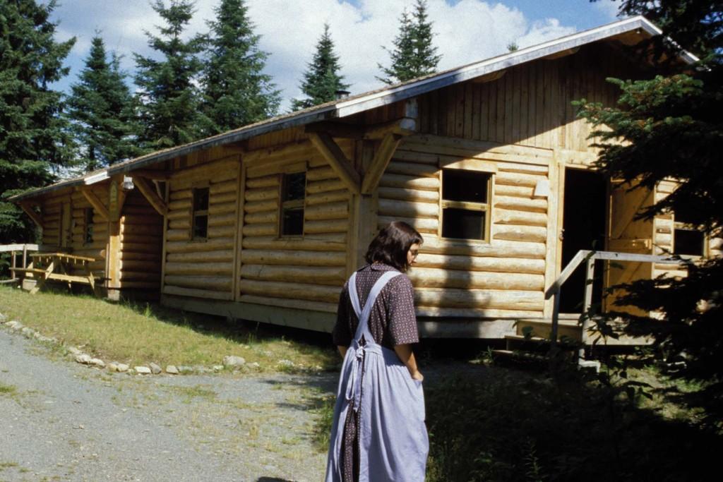 Camp en bois rond le monde en images for Camp en bois rond