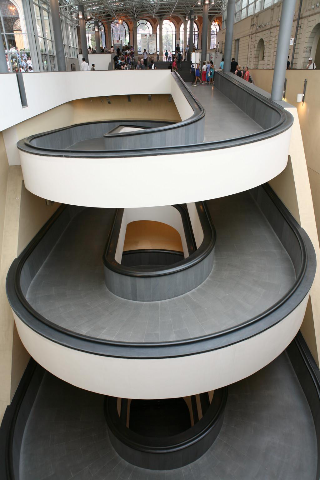 escalier en spirale le monde en images. Black Bedroom Furniture Sets. Home Design Ideas
