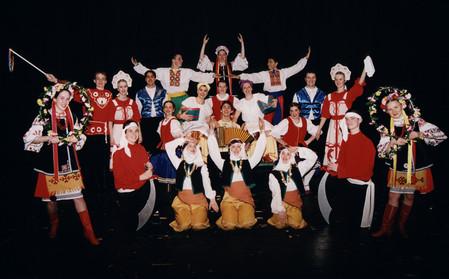 Un groupe de danse folklorique