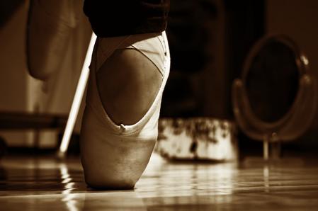 Le pied d'une ballerine sur une pointe